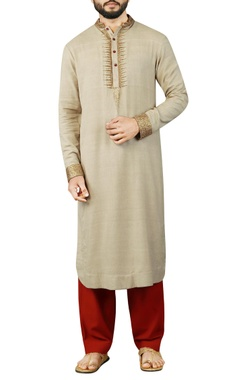 Debarun - Men Cream kurta with maroon salwar