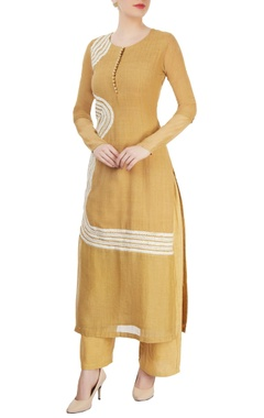 Beige kurta set with embroidery