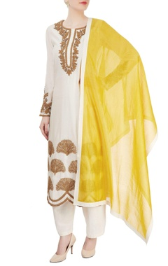 Ekru Ivory kurta set with yellow dupatta