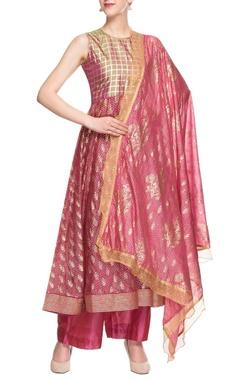 Dark pink kurta set with gold enhancement