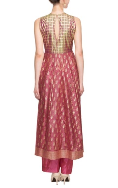 Dark pink kurta set with gold enhancement