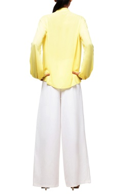 White overlapped pants with yellow top