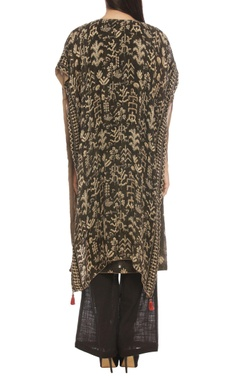 Black kurta set with beige geometric print