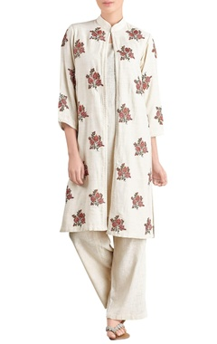 Off-white kurta & trousers with jacket