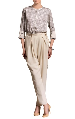 White pleated pants