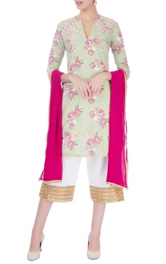 Seema Khan Green & white embroidered kurta set