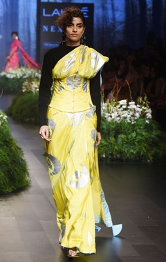 Yellow sari with crescent moon motif