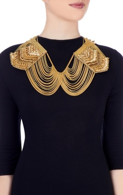 Gold plated peter pan shoulder necklace