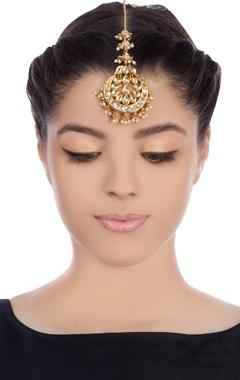 Gold plated kundan studded maangtika with kundan stones