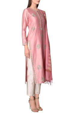 Pink kurta set with embroidery