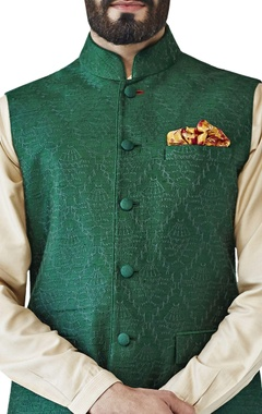 Green tonal embroidered bandi