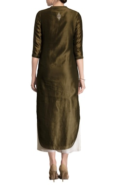 Olive green embroidered kurta set crafted in chanderi silk fabric