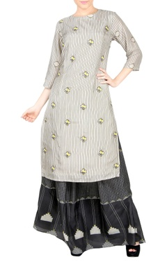 Off-white kurta & black skirt