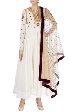 Off white aari embroidered kurta set