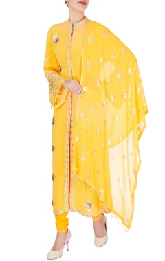 Anushka Khanna Yellow rose embroidered kurta set