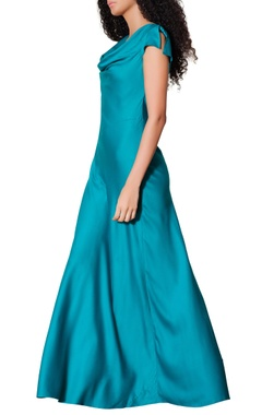 Blue slit sleeves gown