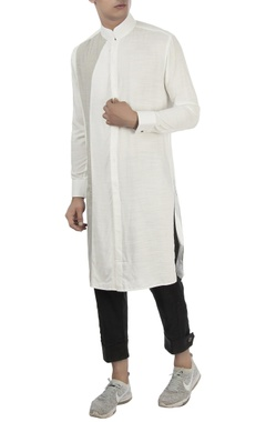 Vaibhav Singh White kurta with mandarin collar