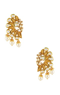 Gold-plated earrings with pearl accents