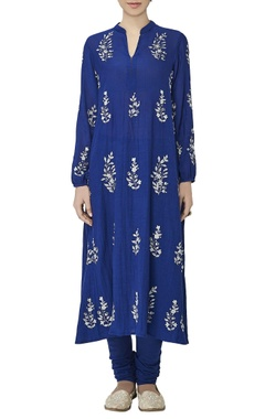 Blue leaf motif embroidered kurta set