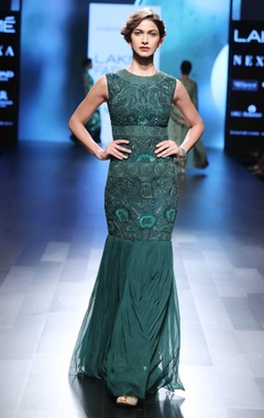 emerald green mermaid style gown