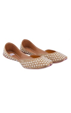 gold hand embroidered dancing pearl juttis