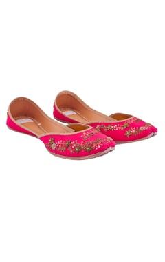 fuchsia pink silk hand-embroidered juttis