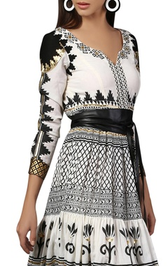 White & black printed tiered dress