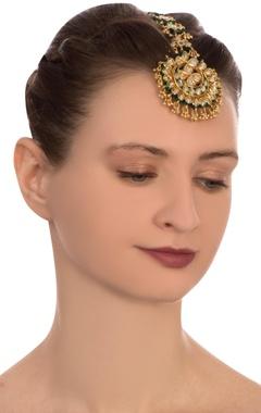 green semi-precious stones gold plated maangtikka