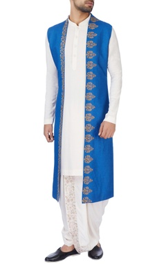 Jaya Rathore Blue front open sleeveless jacket