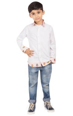 White shirt with monkey motifs