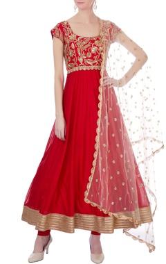 Mrunalini Rao Red raw silk & chanderi hand embroidered anarkali set