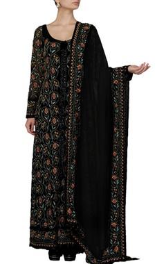Black floral embroidered kurta set
