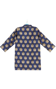 Blue buddha printed kurta with embossed buttons