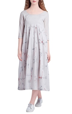 Beige pleated 'bleeding roots' embroidery dress