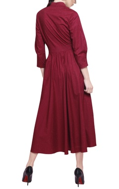 Garnet red blended cotton pleated midi dress with belt
