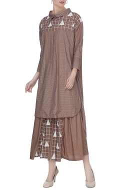 Brown organic poplin triangle print blouse with regular collar