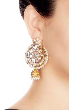 Gold & white alloy round uncut jhumka