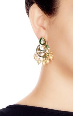 Green & white alloy meena small chaandbali earring