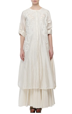 Samant Chauhan Ivory cotton silk thread patch work kurta with inner