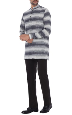 Bubber Couture - Men Grey & white cotton ikat patterned short kurta