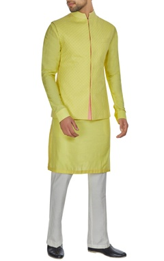Kunal Anil Tanna - Men Yellow spun silk criss cross textured bandi jacket