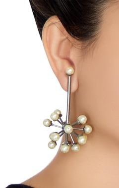 Antique structural atom-shaped earrings