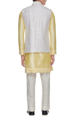 Off white assymetric quilted bundi
