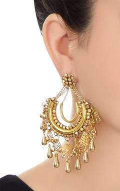 Gold plated tear drop shaped dangling earrings