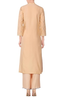 Beige stitch detail kurta with solid pants & printed dupatta