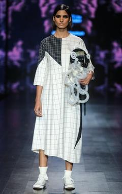 Nitin Bal Chauhan Black & white egyptian cotton chequered asymmetric midi dress