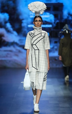 Nitin Bal Chauhan White egyptian cotton chequered tunic with crop pants