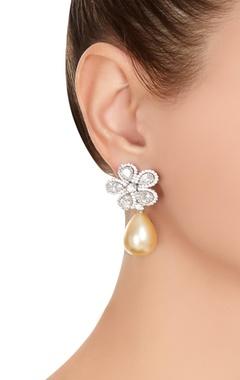 Pearl & pear cut stone bracelet