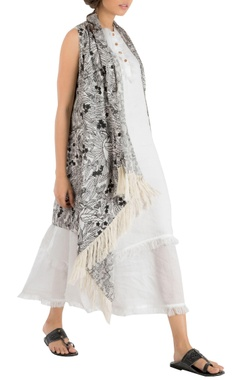 Nakita Singh White double layer linen tunic