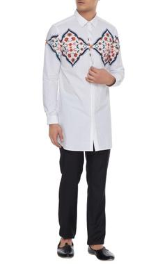 Mr. Ajay Kumar - Men White kurta shirt with central varanasi print